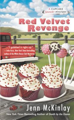 Red Velvet Revenge (Cupcake Bakery Mystery), Jenn McKinlay